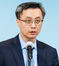 ▲ Yoon Sang-Woong, a professor of dermatology at Seoul National University Hospital.